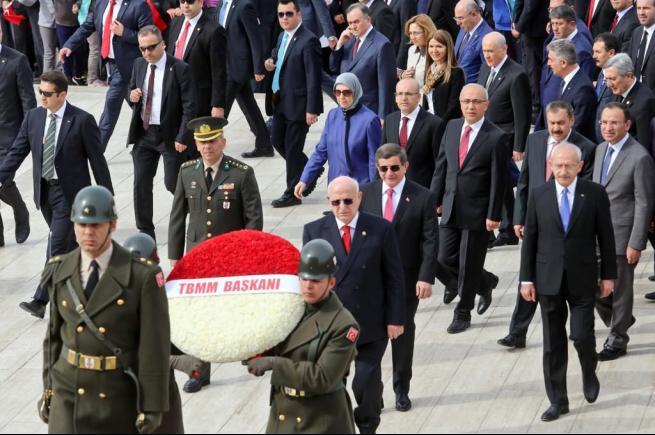 Anıtkabir'deki 23 Nisan törenine bu kareler damga vurdu . 14