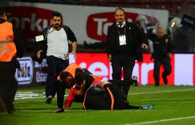 Dünya basını olaylı Trabzonspor-Fenerbahçe derbisini böyle yazdı. 10