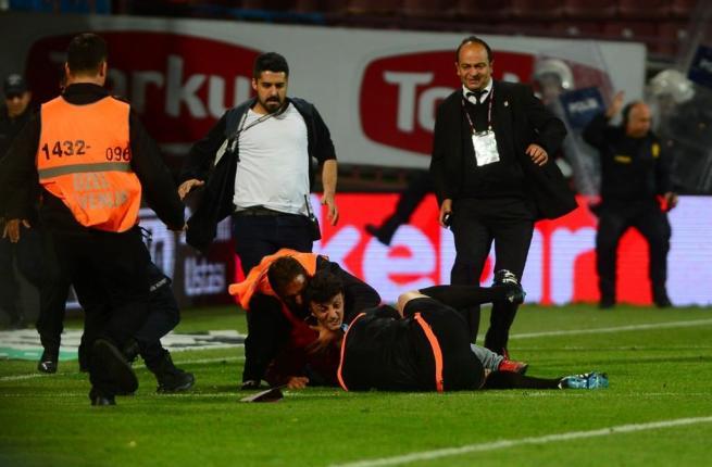 Dünya basını olaylı Trabzonspor-Fenerbahçe derbisini böyle yazdı. 11