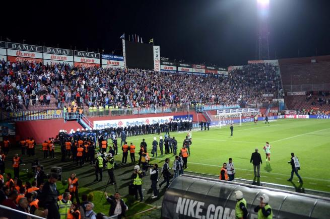 Dünya basını olaylı Trabzonspor-Fenerbahçe derbisini böyle yazdı. 2