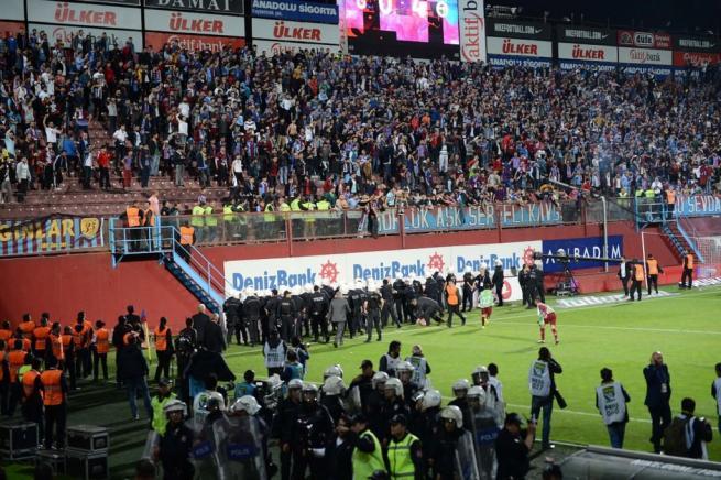 Dünya basını olaylı Trabzonspor-Fenerbahçe derbisini böyle yazdı. 5