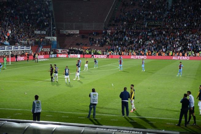 Dünya basını olaylı Trabzonspor-Fenerbahçe derbisini böyle yazdı. 6