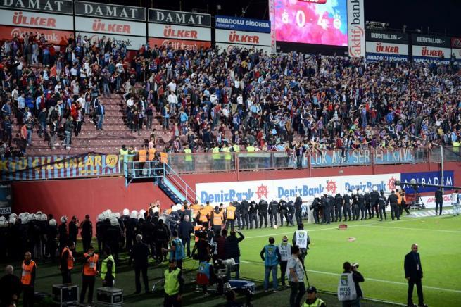 Dünya basını olaylı Trabzonspor-Fenerbahçe derbisini böyle yazdı. 7
