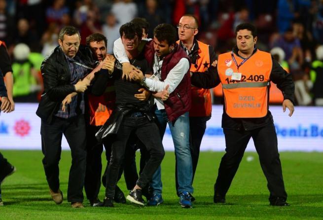 Dünya basını olaylı Trabzonspor-Fenerbahçe derbisini böyle yazdı. 8