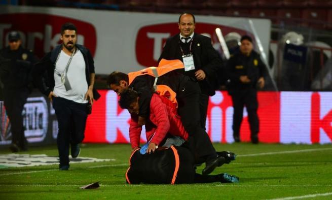 Dünya basını olaylı Trabzonspor-Fenerbahçe derbisini böyle yazdı. 9