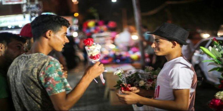 Gazze'de 'gül satıcıları'