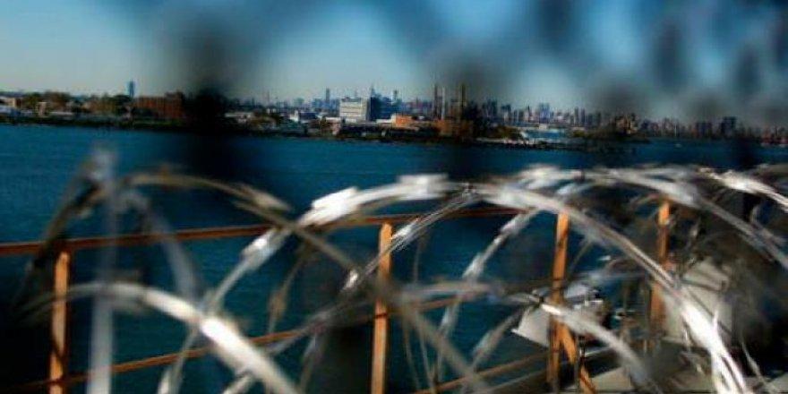 Yüzen Hapishane