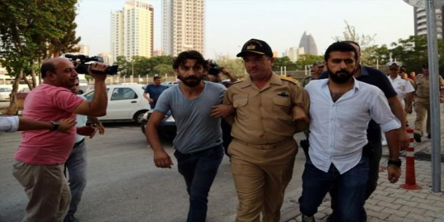 Darbeci rütbelilerin tutuklanma anı