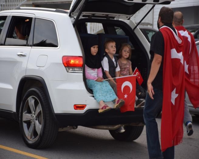 Kanada'da Türkler, Milli İrade ve Demokrasi Yürüyüşü yaptı 1