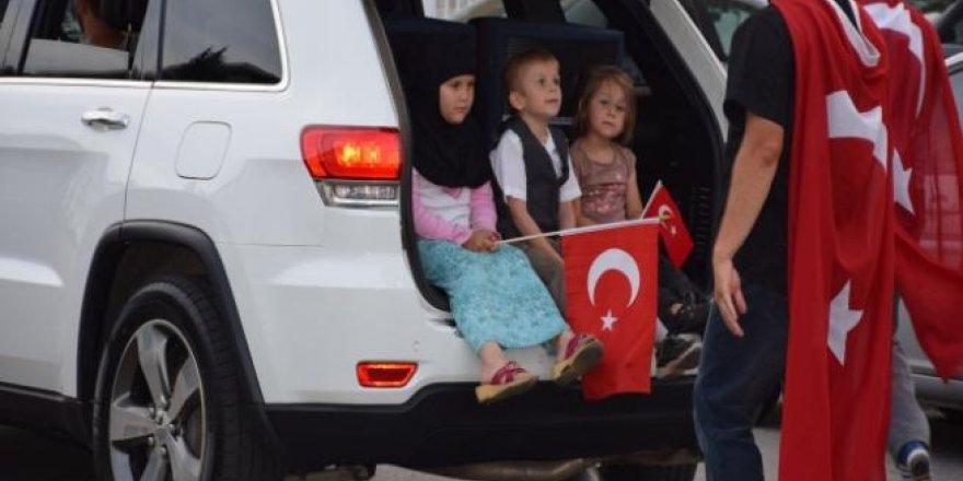 Kanada'da Türkler, Milli İrade ve Demokrasi Yürüyüşü yaptı