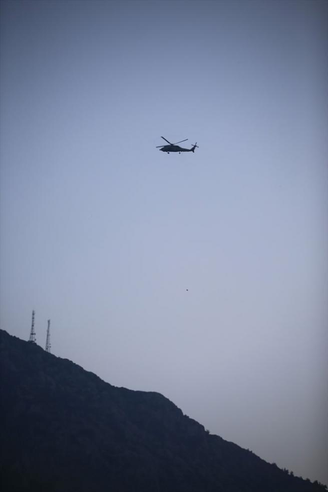 Marmaris'te aranan darbeci askerler silah zoruyla ekmek çaldı 1
