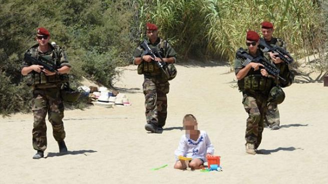 Fransız askerleri plaja indi 1