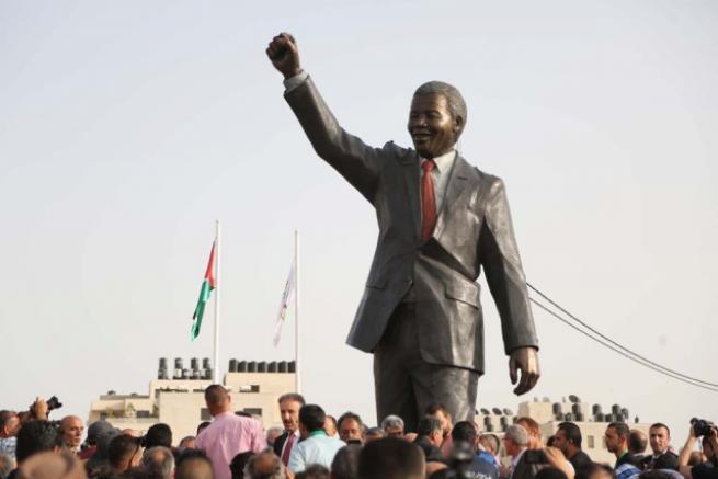 Filistin'de 'en büyük' Mandela heykeli 10