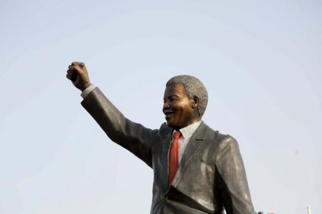 Filistin'de 'en büyük' Mandela heykeli 12