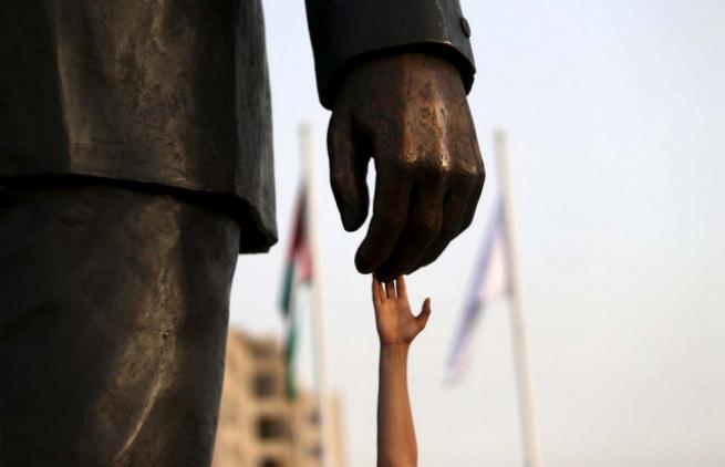 Filistin'de 'en büyük' Mandela heykeli 2