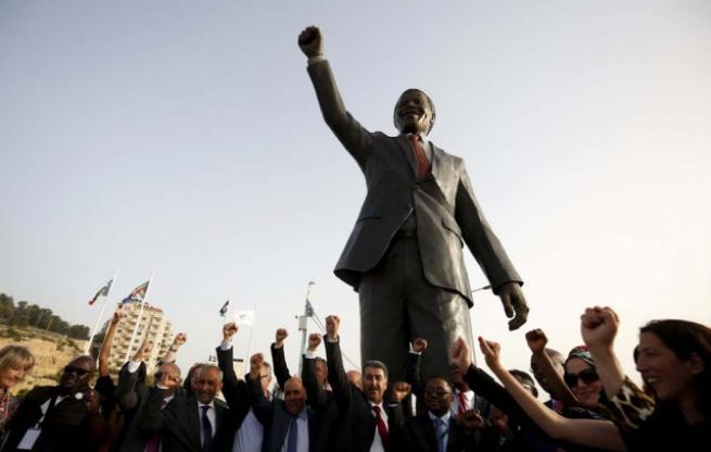 Filistin'de 'en büyük' Mandela heykeli 3