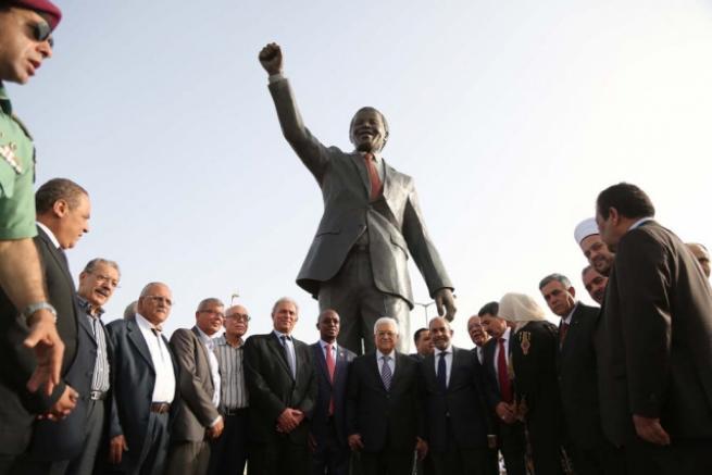 Filistin'de 'en büyük' Mandela heykeli 9