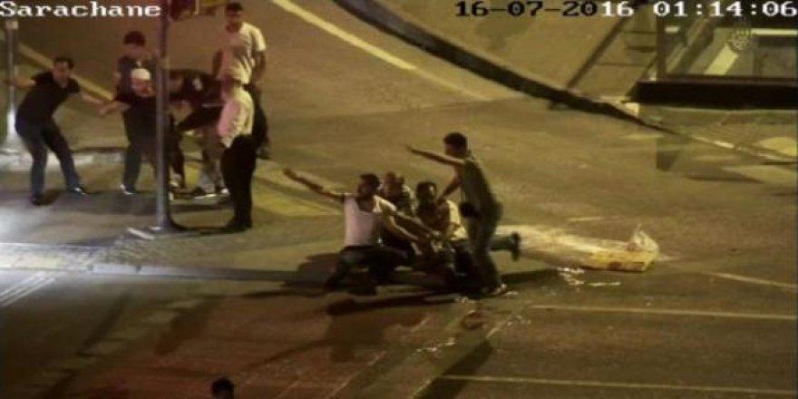 İBB önünde darbecilerin sivillerin üzerine kurşun yağdırdığı anlar
