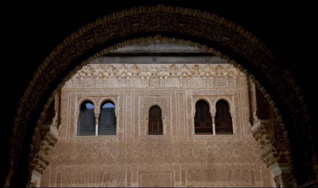 """Masallardaki gibi saray """"El Hamra"""" 1"""