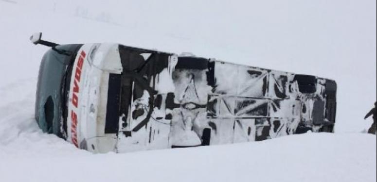 Muş'ta otobüs devrildi: 40 yaralı