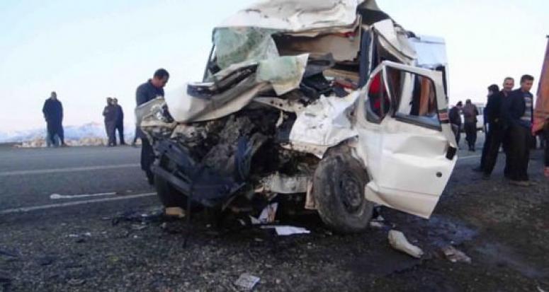 Katliam gibi kaza: 7 ölü, 16 yaralı