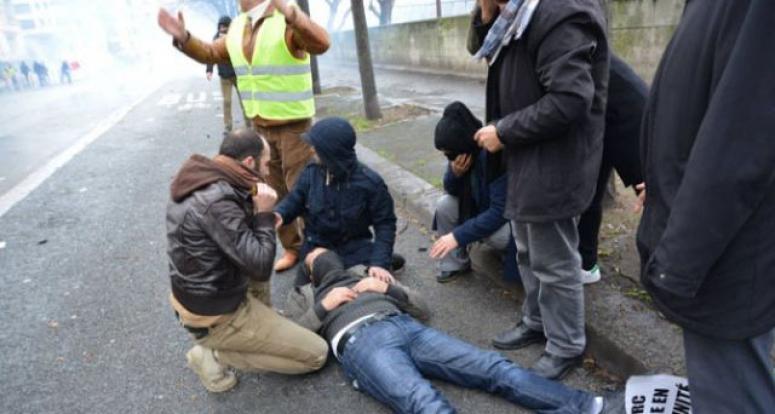 Paris'te eylem ypana PKK yandaşlarına müdahele