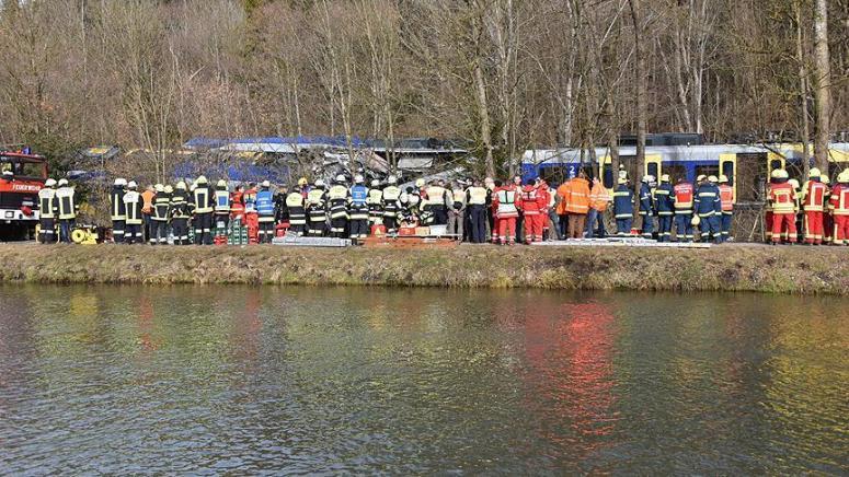 Almanya'da feci kaza! 8 ölü, 150 yaralı