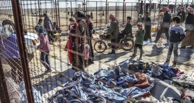 Halep'teki bombardımandan kaçan Suriyeliler Azez'e yığıldı