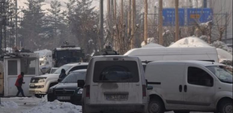 Yüksekova'da askeri araca saldırı!