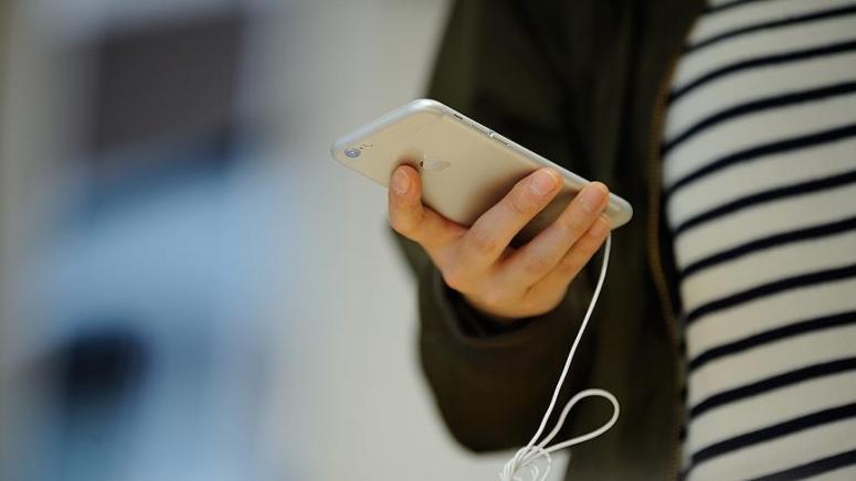 Gençler bir günün 4 saatini akıllı telefonlarında harcıyor