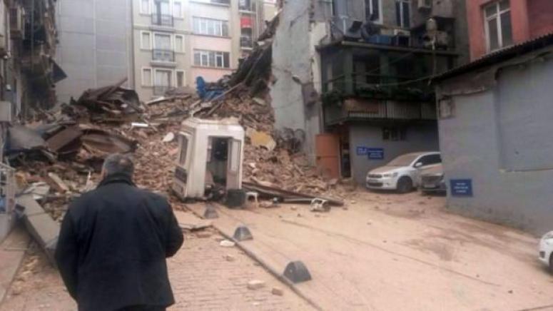 Taksim'de beş katlı bina çöktü!