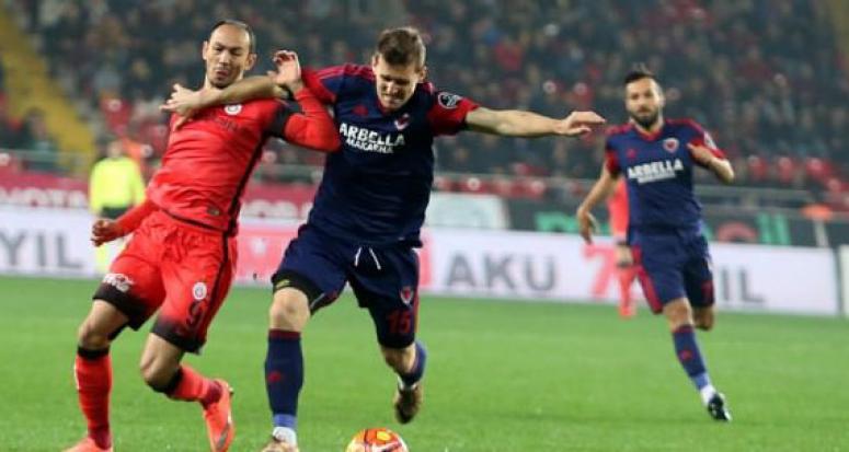 Galatasaray Mersin'de kayıp