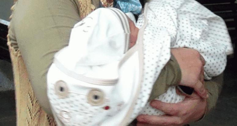 Sokakta bulduğu bebeğin öz torunu olduğunu öğrendi