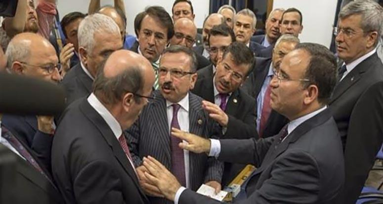 CHP'de 'o elini indir' tartışması