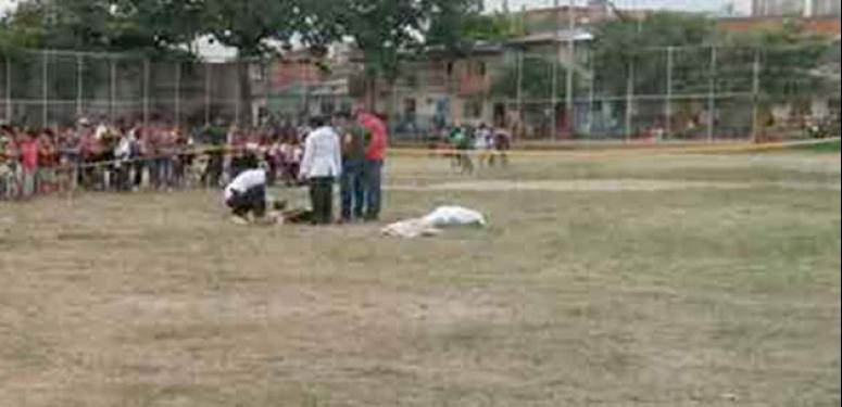 Futbolda vahşet! Hakemi öldürdü!