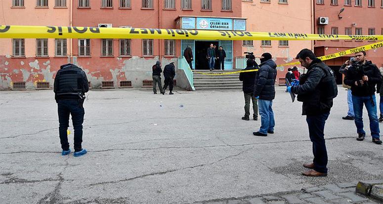 Diyarbakır'da karne almaya gelen öğrencilere bombalı saldırı