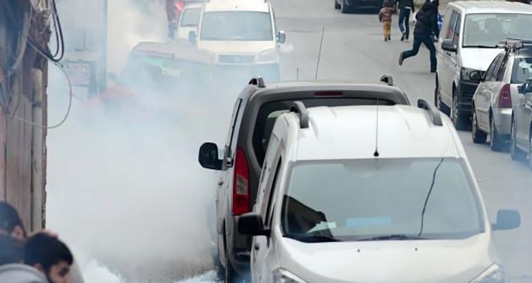 Sultangazi'de polise taşlı saldırı!