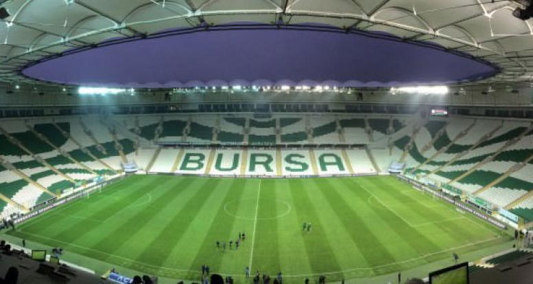 Bursa'da olaylı maç: 2. yarı 15 dakika geç başladı