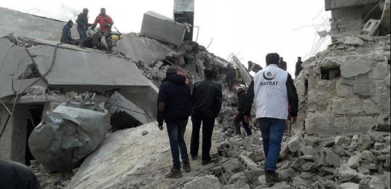 Rus uçakları İdlib'e sivilleri bombaladı: 50 ölü