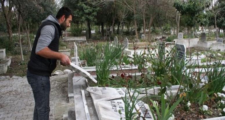 Mezarlıktaki Türk bayraklarına hain saldırı!