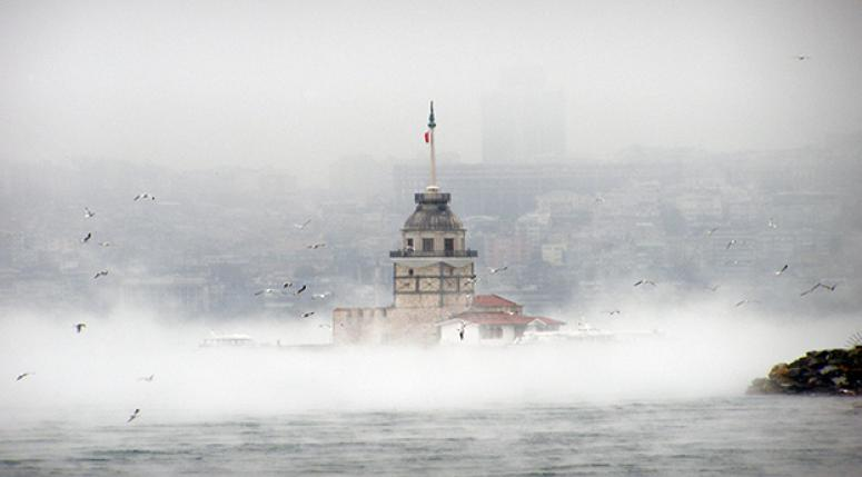 İstanbul'da sis seferleri olumsuz etkiledi