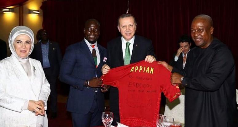 Eski Fenerbahçeli Appiah'tan Erdoğan'a hediye