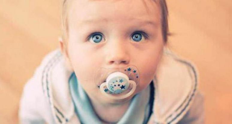 Bebeğiniz 'emzik' yüzünden sağır olabilir!