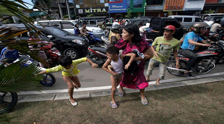Endonezya deprem artçıları sürüyor