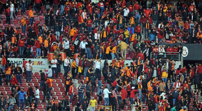 Galatasaray taraftarlarından tarihi protesto