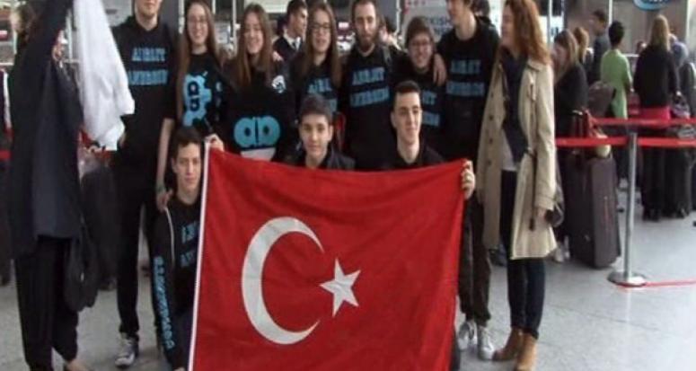 Liseli Türk mucitlerin robotu 'Dalton' ABD'de yarışacak