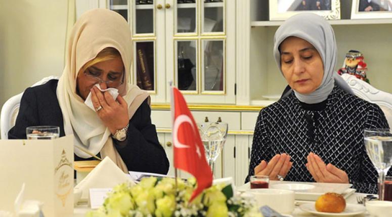 Sare Davutoğlu gözyaşlarına hakim olamadı
