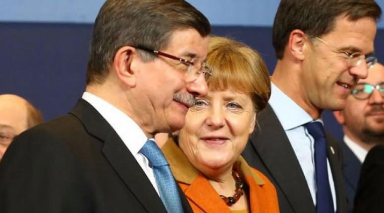 Merkel'den Davutoğlu'na rica