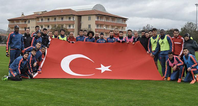 Kayserispor'dan Umut Bulut'a tam kadro destek