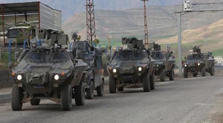 Zırhlı araçlarla birlikte hazırda bekliyorlar